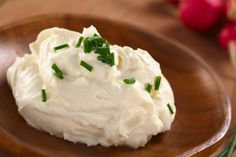 Cream cheese is the Superhero food. Ketonians keep buying industrial cream cheese because we think it's complicated to make it at home. Cream Cheese Homemade, Make Cream Cheese, Cream Cheese Spreads, Cream Cheeses, Healthy Food List, Healthy Snacks For Kids, Protein Snacks, Keto Snacks, Como Fazer Cream Cheese