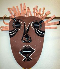 Check out student artwork posted to Artsonia from the African Masks project gallery at Gates Mills Elementary School. Africa Craft, African Art Projects, Art Rupestre, Afrique Art, 4th Grade Art, Art Africain, Thinking Day, African Masks, Masks Art