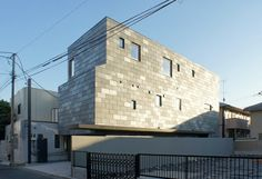 japan-architects.com: 佐藤宏尚による住宅「空の続く家」