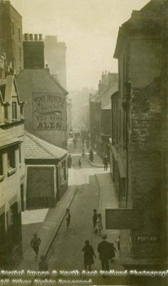 Red Lion Street, Narrow Marsh, Nottingham, c 1919. Credit: Picture the Past