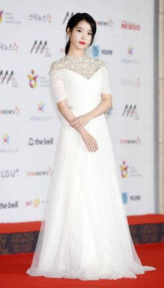 IU at the 2018 Asia Music Awards red carpet Iu Fashion, Korean Fashion, Fashion Dresses, Nice Dresses, Girls Dresses, Prom Dresses, Wedding Dresses, Red Dress Outfit, Long Gown Dress