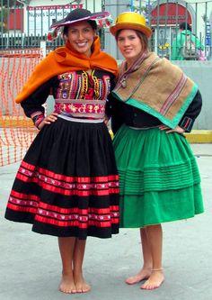 Peruvian women with authentic garments Перу Peruvian People, Peruvian Women, Argentine, Thinking Day, Folk Costume, Striped Fabrics, Ethnic Fashion, Traditional Dresses, Sierra