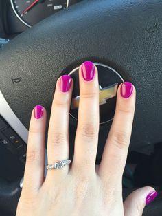 Semi-permanent varnish, false nails, patches: which manicure to choose? - My Nails Dark Pink Nails, Mauve Nails, Magenta Nails, Fake Gel Nails, Shellac Nails, Oval Nails, Nail Polish, Rounded Acrylic Nails, Minx Nails