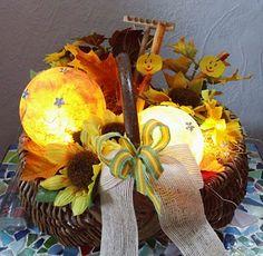 Herbstkorb mit Leuchtkugeln