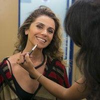 Giovanna Antonelli ensina como fazer a maquiagem de Atena