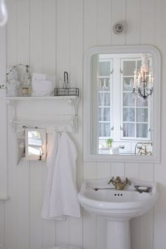 French Cottage Bathroom Inspiration - Tidbits - - French Cottage Bathroom Inspiration round-up. A great way to get your creative juices flowing before you dive into your own space makeover! Style Cottage, White Cottage, Farmhouse Style, French Cottage Decor, Cottage Farmhouse, White Farmhouse, Cottage Chic, Cottage Bathroom Inspiration, Baños Shabby Chic
