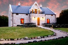 Let your Stanford retreat be MOSAIC Private Sanctuary * Hermanus Lagoon! Delicious food and wine with breathtakingly scenery will make your stay unforgettable.