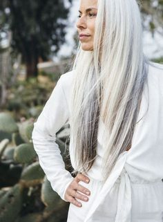grey hair Want to embrace beautiful gray locks like Yasmina Rossi Try for lightweight intense repair! Long Gray Hair, Silver Grey Hair, Yasmina Rossi, Silver Haired Beauties, Grey Hair Inspiration, Salt And Pepper Hair, Ageless Beauty, Great Hair, Hair Today