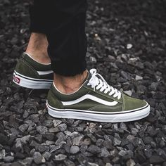 Shop Women's Vans Green size 8 Sneakers at a discounted price at Poshmark. Description: Used olive green vans. Green Shoes Outfit, Vans Shoes Outfit, Vans Shoes Women, Vans Men, Dress Shoes, Vans Sneakers, Sneakers Mode, Sneakers Fashion, Sneaker Outfits