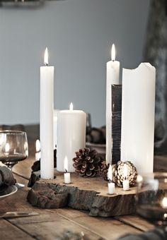 What would be Christmas without its romantic candles, scattered all over the house? If you agree then you will find amazing Christmas candle centerpiece, Scandinavian Holidays, Christmas Mood, Scandinavian Christmas, Natural Christmas, Scandinavian Interior, Christmas Candle Centerpieces, Christmas Table Decorations, Deco Table Noel, Christmas Interiors