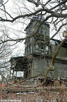 Hudson Valley Ruins by Rob Yasinsac Old Abandoned Buildings, Abandoned Mansions, Old Buildings, Abandoned Places, Spooky Places, Haunted Places, Creepy Old Houses, Haunted Houses, Old Churches