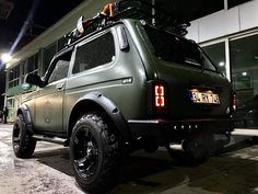 Suv Cars, Jeep Cars, Jeep 4x4, Retro Cars, Vintage Cars, Automotive Decor, Land Rover Defender, Lifted Trucks, Offroad