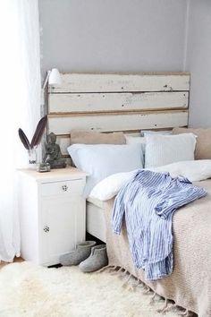 Peinture sur la tête de lit en palette