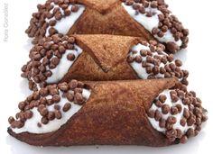 Cannoli Cannoli, Gingerbread Cookies, Desserts, Food, Gingerbread Cupcakes, Tailgate Desserts, Deserts, Eten, Postres