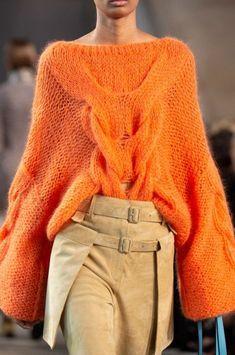 Knit Fashion, Sweater Fashion, Fashion Week, Paris Fashion, Fashion 2018, Fashion Spring, Fashion Dresses, Winter Fashion Casual, Trendy Fashion