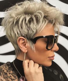 How To Get Your Short Haircut To Be A Chic Hairstyle - Latest Fashion Trends For Woman Stay Breezy, Elegant and Unique Funky Short Hair, Short Grey Hair, Short Hair With Layers, Color For Short Hair, Short Hair Cuts For Women Pixie, Chic Short Hair, Curly Short, Short Blonde, Copper Blonde Hair Color