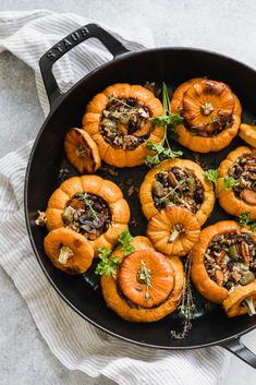 Mini Wild Rice Stuffed Pumpkins - Broma Bakery Fall Recipes, Holiday Recipes, Pumpkin Recipes Entree, Christmas Desserts, Pumpkin Dinner Recipes, Pumpkin Dishes, Diy Pumpkin, Vegan Pumpkin, Cena Formal