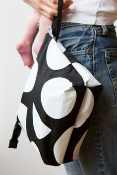 Boy Diaper Bags, Best Diaper Bag, Diaper Bag Backpack, Diaper Bag Checklist, Diaper Bag Essentials, Diaper Bag Organization, Black And White Purses, Fabric Purses, Bag Making
