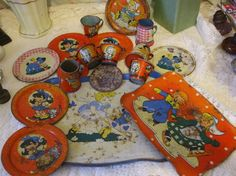 Lot Vintage Old Tin Toys Childrens dishes