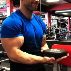 Arm workout with weights. Get bigger biceps with this muscle building upper body workout routine. Arm workout with weights. Get bigger biceps with this muscle building upper body workout routine. Gym Workout Chart, Gym Workout Videos, Gym Workout For Beginners, Gym Workouts, At Home Workouts, Cardio Gym, Upper Body Workout Routine, Bicep And Tricep Workout, Dumbbell Workout