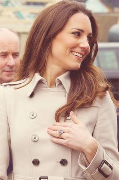 Kate Middleton - Prince William and Kate Middlefield Visit Northern Ireland. So nice Kate. Kate Middleton Prince William, Prince William And Kate, William Kate, Kate Middleton Photos, Kate Middleton Style, Duchess Kate, Duke And Duchess, Princesa Kate Middleton, Princess Charlotte