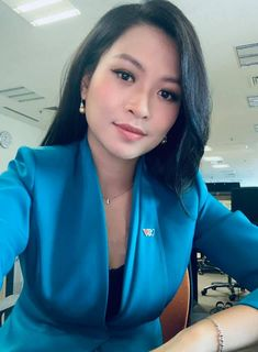 Lina Pham always looks amazing, even when she's doing radio. Love the bold blue, flattering lines.