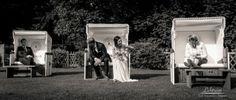 """Idee für etwas anderes """"Gruppenfoto"""", wirkt schön ungestellt Hochzeit von Rebecca Patrick › Lichtreim"""