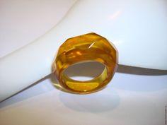 Янтарное кольцо -1 в интернет-магазине на Ярмарке Мастеров. янтарное кольцо медового оттенка, граненое внутренний диаметр - 18,5 мм легкое, удобное в носке кольцо стильное, одно из самых модных и распространенных…
