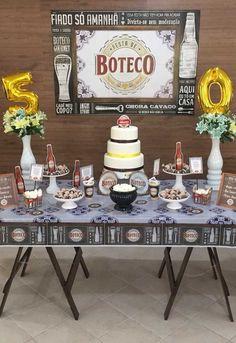 Para fazer uma decoração completa com o tema boteco, prepare uma toalha de mesa que esteja relacionado ao tema, assim como o painel que fica por trás da mesa. Birthday Party Decorations, Birthday Parties, Table Decorations, Table Settings, Furniture, Home Decor, 30th Party, Ornaments, Flowers