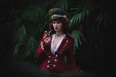 Costume mad'Hands capitain captain steampunk women girl manteau rouge casquette , fait main , pipe fume jungle mystery , photo : pierre Vermare