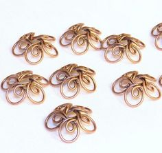 Copper,Beadcaps,Wire, handmade by Datchayni Leclercq Wire Crafts, Jewelry Crafts, Metal Jewelry, Beaded Jewelry, Jewelry Findings, Jewlery, Wire Wraping, Art Du Fil, Wire Wrapped Earrings