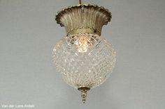 Klassieke plafonniere 26306 bij Van der Lans Antiek. Meer antieke lampen op www.lansantiek.com