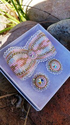Powwow Beadwork, Powwow Regalia, Native Beadwork, Native American Beadwork, Embroidery Bracelets, Beaded Embroidery, Seed Bead Earrings, Beaded Earrings, Bead Patterns