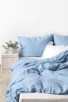 sky blue linen bed set, pantone serenity used in interior design, baby blue bedding, smoky blue, dusty blue Bed Sets, Bed Linen Sets, Blue Bed Linen, Bed Linen Design, Bed Design, Washed Linen Duvet Cover, Blue Bedroom, Casual Bedroom, Bedroom Bed