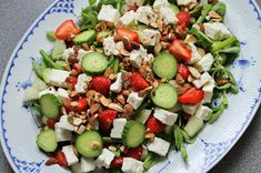 Love a good SALAD! This one has: Spring Mix Cherry Tomatoes English Cucumbers Feta Cheese Roasted Chicken Breast pieces Who else loves a colorful salad? Herb Recipes, Side Dish Recipes, Seafood Recipes, Cooking Recipes, Shrimp Salad Recipes, Clean Eating Recipes, Clean Eating Snacks, Healthy Eating, Feta