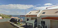 Moradia T3 com sotão e quintal no Caniço de Baixo, próximo ao mar