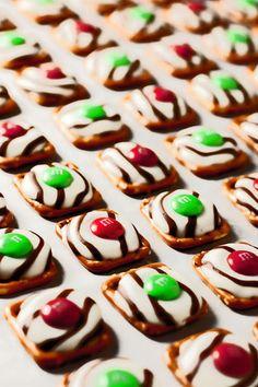 #Recipe - Pretzel M&M Hugs {Christmas Style}