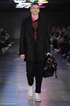 #AMI – #AlexandreMattiussi - Fall / Winter 2017 - #fw17 #fall2017 #outerwear #coat #fashion #menswear #clothing #pink #buttonup #buttondown #argyle #black #sweater #whiteshoes