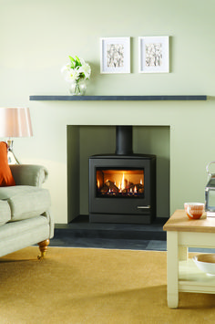 The largest in the Yeoman range of CL gas stoves, the Yeoman Natural Gas Stove Conventional Flue Top Exit in Matt Black has the same gently curving lines, control options and sophisticated stainless-steel features as its smaller counterparts. Gas Fire Stove, Gas Stove Fireplace, Wood Burner Fireplace, Wood Burning Fireplace Inserts, Home Fireplace, Living Room With Fireplace, Fireplace Design, Home Living Room, Living Room Designs