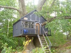 Treehouse by TipaDaKnife, via Flickr. LOVE the branch through the window!
