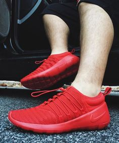 Nike Payaa QS: Red