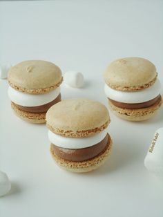 S'mores Macarons: All the goodness of Minnesota nights wrapped in French sophistication.S'mores Macarons: All the goodness of Minnesota nights wrapped in French sophistication. Almond Recipes, Baking Recipes, Cookie Recipes, Dessert Recipes, Just Desserts, Delicious Desserts, Yummy Food, French Macaroons, Macaroon Recipes