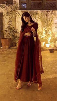 Pakistani Fashion Casual, Pakistani Dresses Casual, Indian Gowns Dresses, Indian Fashion Dresses, Pakistani Dress Design, Indian Designer Outfits, Fancy Dress Design, Stylish Dress Designs, Designs For Dresses