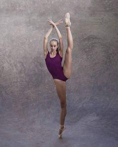 Moa Andreasson by Johannes Hjorth Dance Picture Poses, Dance Poses, Dance Pictures, Ballet Poses, Ballet Dancers, Studio Barre, Amazing Flexibility, La Bayadere, Dance Photography Poses