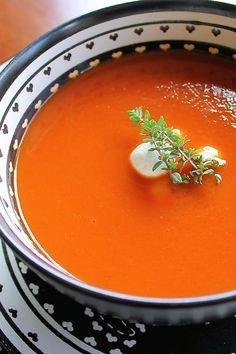 Delicious and comforting roasted tomato soup! #byenrilemoine #enrilemoine #roastedtomatosouprecipe #roastedtomatosoup #wintertomatosoup