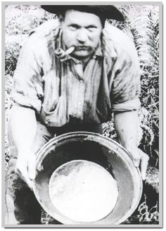 Goldpanning at Gembrook Victoria Australia in the The miner swirls gold-bearing sludge in the pan with water, allowing fine gold fragments to settle in the corner of the dish. Victorian Photos, Victorian Gold, Old Photos, Vintage Photos, Eureka Stockade, Van Diemen's Land, Early Explorers, Gold Prospecting, Treasure Hunting