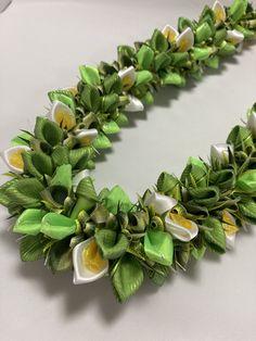 (Ribbon Lei)Designed by Tracy Harada)Ui'mauamau 公認インストラクター レッスン、キット販売してます! Ribbon Lei, Graduation Leis, Hawaiian, Diy Crafts, Plants, Ideas, Make Your Own, Homemade, Plant