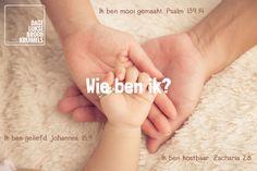 Wie ben ik? Ik ben mooi gemaakt. Psalm 139:14. Ik ben geliefd. Johannes 15:9. Ik ben kostbaar. Zacharia 2:8.    http://www.dagelijksebroodkruimels.nl/wie-ben-ik/