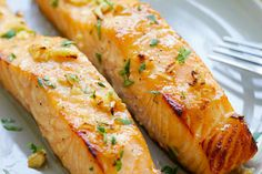 Honig Senf Gebackener Lachs Baked salmon with honey mustard - moist, juicy and the best baked salmon Baked Salmon Lemon, Honey Mustard Salmon, Garlic Salmon, Baked Salmon Recipes, Fish Recipes, Seafood Recipes, Cooking Recipes, Detox Recipes, Grilled Salmon