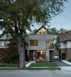 Drew Mandel Architects designed the Moore Park Residence in Toronto, Canada.